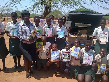 Pupils at Avoca Secondary School in Filabusi (Matabeleland South) receive books and magazines donated by Zimbabwe Reads